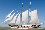 Zdjęcie na https://www.viapoland.com/ - portal informacyjny: 6. Sail Świnoujście & XXX. Pływający Festiwal Piosenki Morskiej Wiatrak