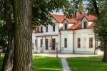 Zdjęcie na https://www.viapoland.com/ - portal informacyjny: Zamki i dwory w Polsce, dzięki którym zapomnisz o wakacjach za granicą